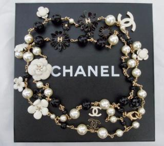 Chanel long enamelled flower necklace