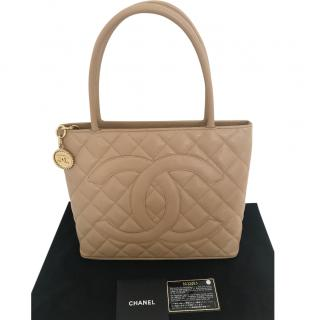 Chanel leather quilted bag