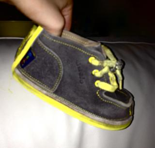 Gucio shoes in Gray with yellow straps size 25