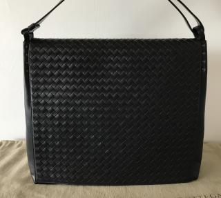 Bottega Veneta classic black Intrecciato messenger bag for men