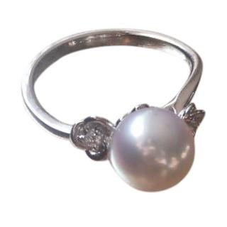 18k white gold ring with Akoya Pearl