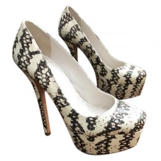 Alice & Olivia Charcoal and Cream Pumps