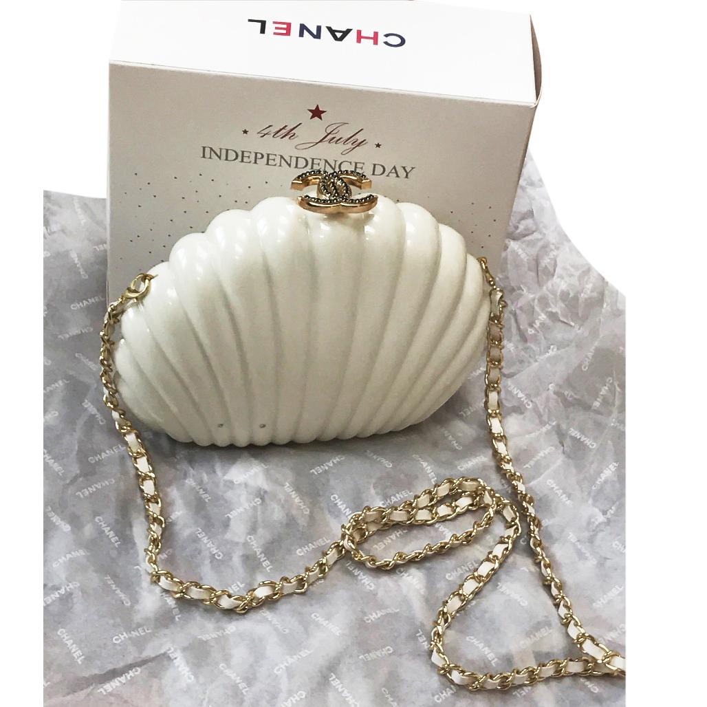 Fashion week Shell chanels clutch for lady