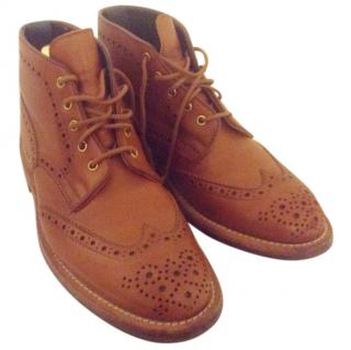 Tricker's 'Jimmy' boot in golden tan, size 9.5, box and accessories