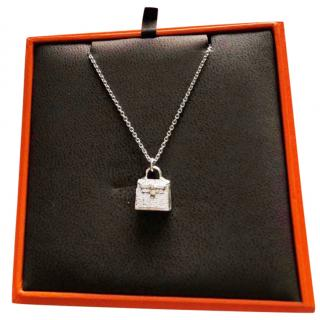 Hermes Kelly white gold and diamonds Amulette and Chain brand new