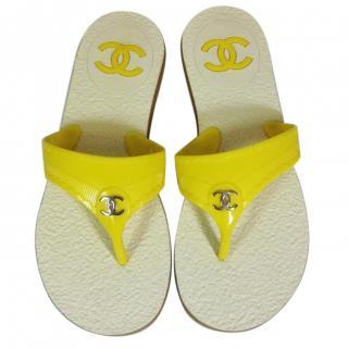 CHANEL Yellow flip flops