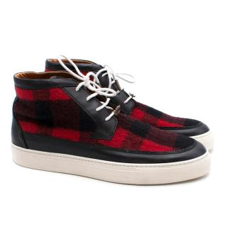 �Alexander McQueen Chris Chukka Black and Red Hi- top Sneakers