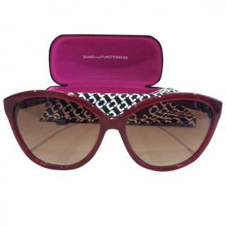 Diane Von Furstenberg Red Frame Cats Eye Sunglasses New in Case