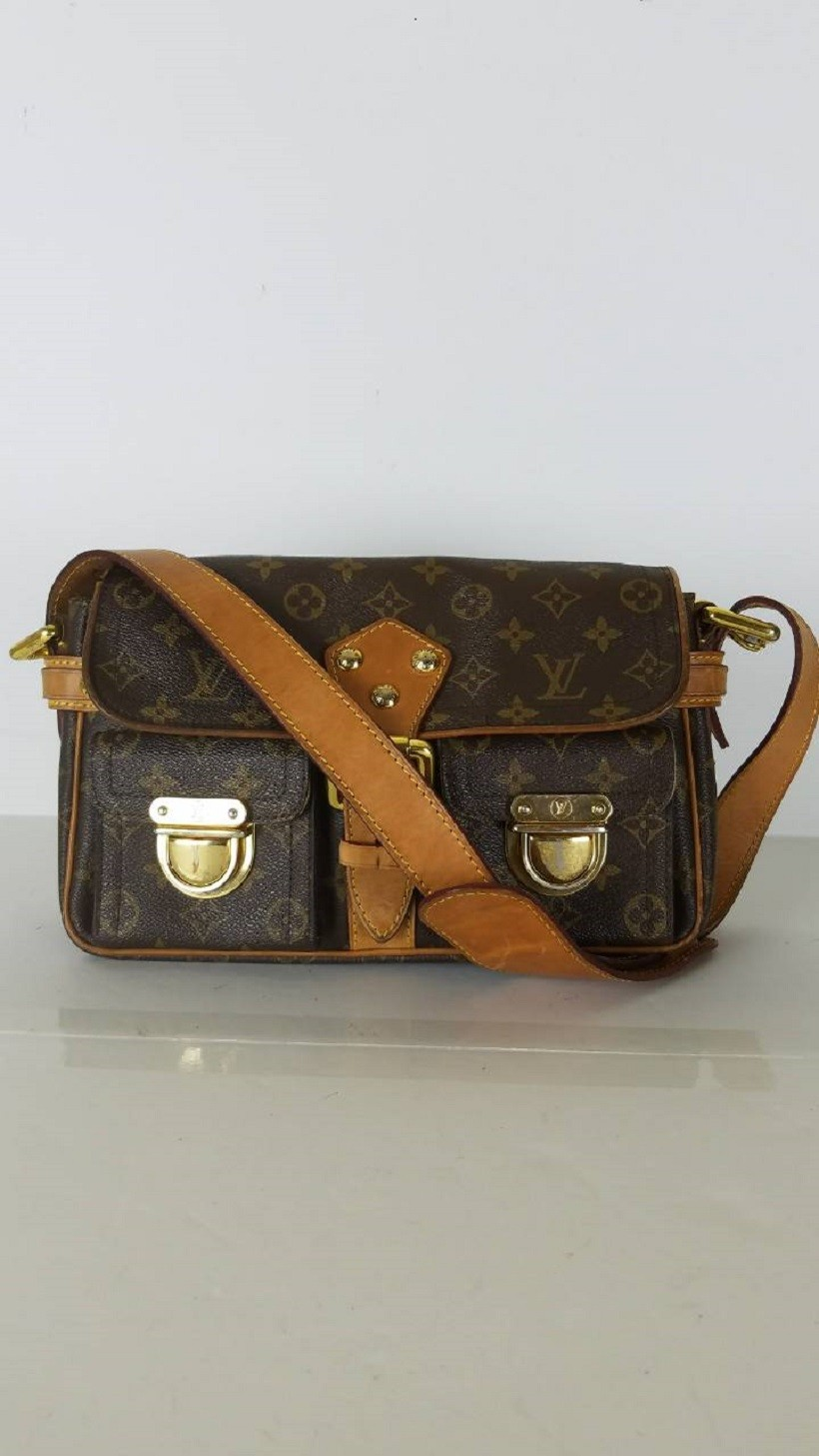 bb3e5767f4 Louis Vuitton Hudson PM Monogram Shoulder Bag. 31. 12345678910