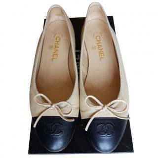 Chanel beige/black  ballet flats