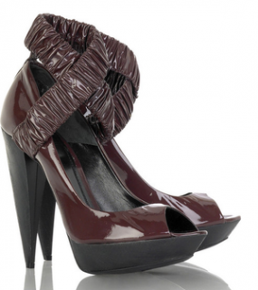 Patent leather pumps of Burberry