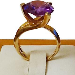 Bespoke Color Change Cathedral set 14ct Gold Corundum Ring