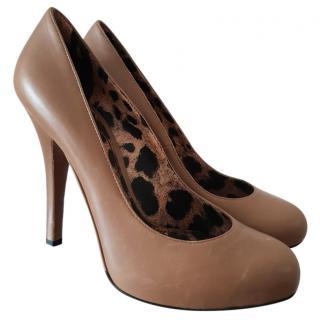 Dolce & Gabbana beige court shoes
