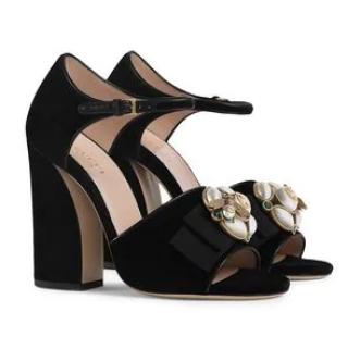 6508806a1 Gucci Velvet Bee Embellished Sandals