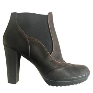 Tod's brown leather platform ankle boots