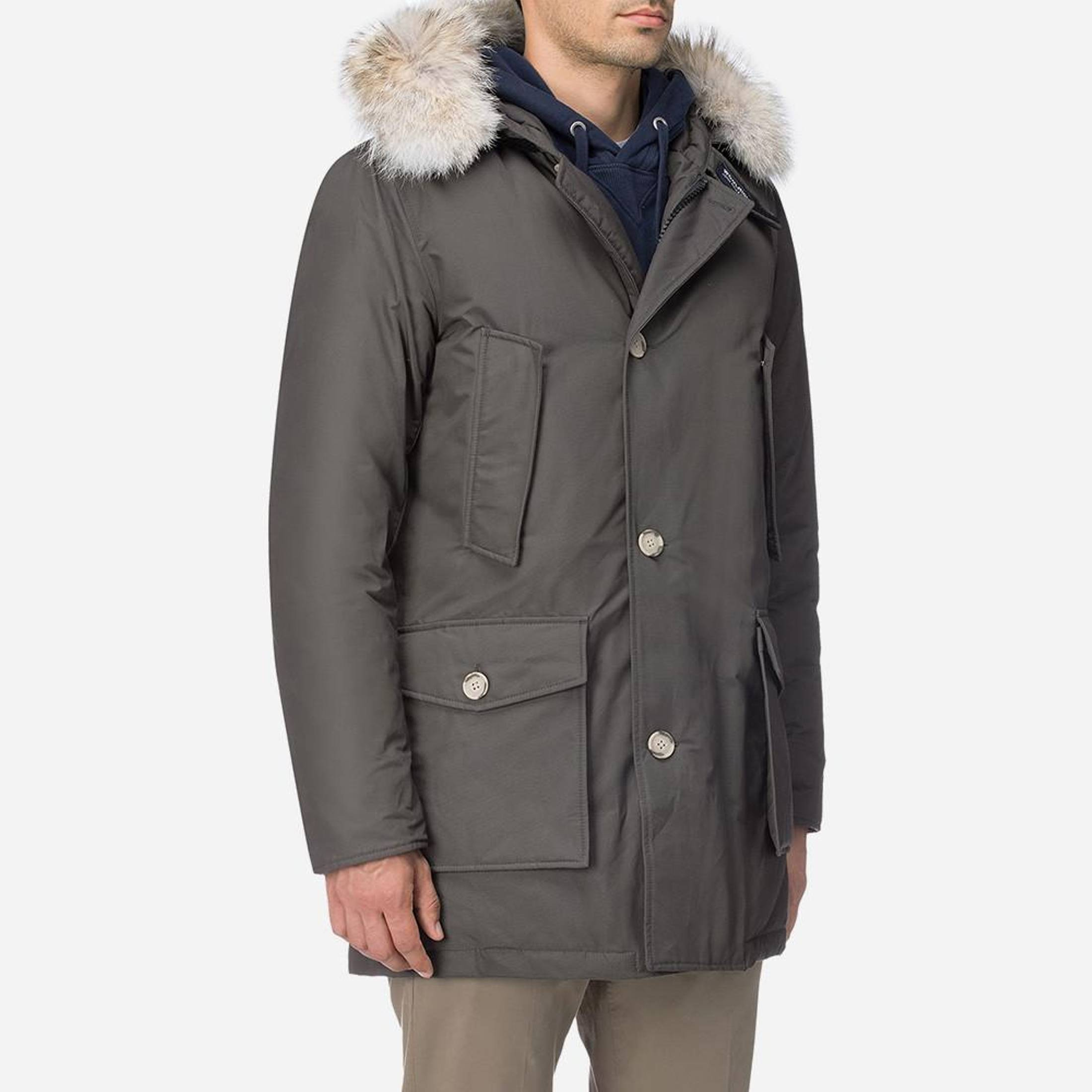 Woolrich Arctic Parka in military green in L