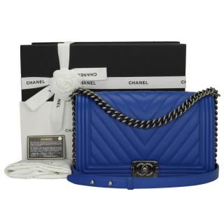 CHANEL Chevron New Medium Boy Blue Calfskin Bag