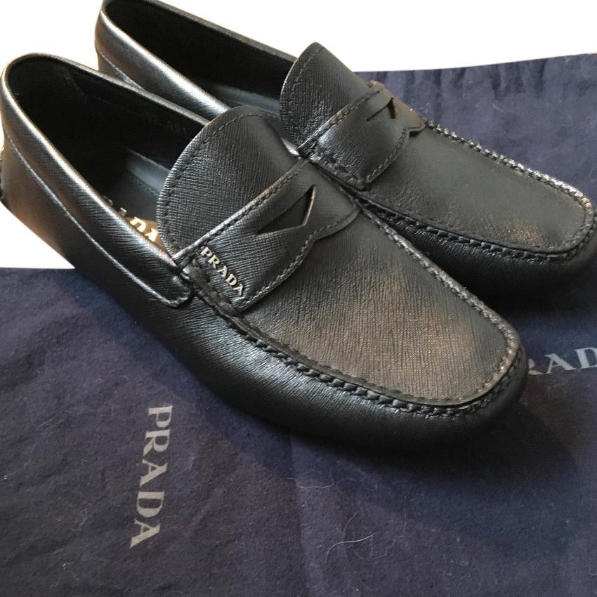 Prada Black Leather Loafers   HEWI