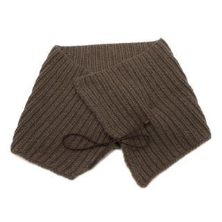 Bespoke brown chunky-knit collar