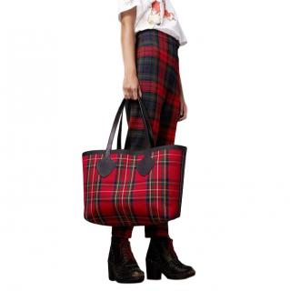 Burberry The Giant Reversible Tote in Vintage Check- New Season