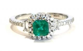 Iilana Columbian Emerald & Diamond-Encrusted 18ct Gold Ring