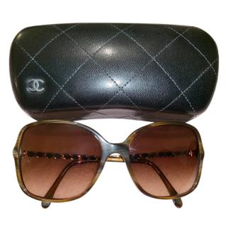 Chanel tortoiseshell chain sunglasses