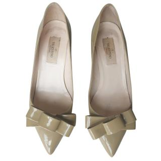 Valentino nude patent leather pumps
