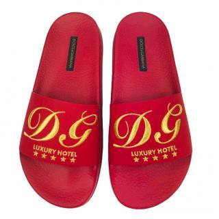 Dolce & Gabbana 'Luxury Hotel'� red slides