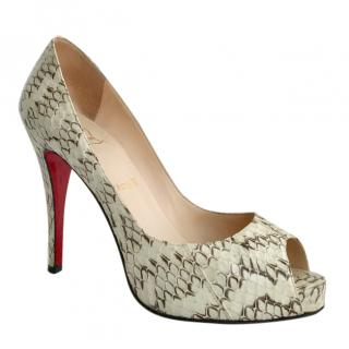 883b5a69f8c Christian Louboutin Very Prive Whips Roccia peep toe pumps