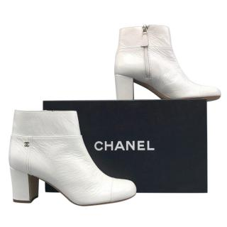 8e3743cc8487 Chanel Patent leather boots