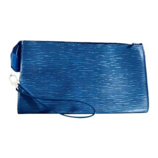 8358c2238b29 Louis Vuitton Epi Leather Clutch