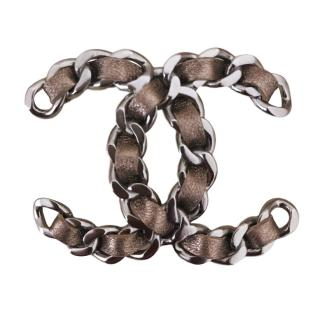 Chanel CC chain weave brooch