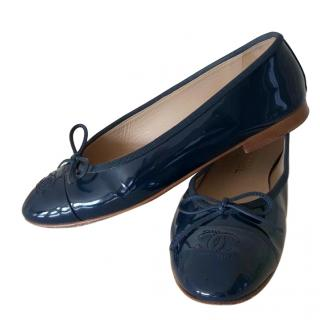 Chanel navy patent leather ballerinas