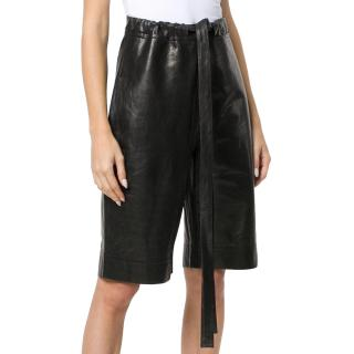 JW Anderson black paperbag-waist leather shorts