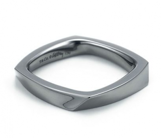 Tiffany & Co. Frank Gehry Torque ring in 18k black gold
