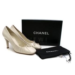 Chanel Pleated-Edge Ivory Leather Pumps