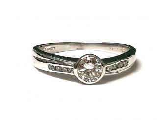 Bespoke 0,25 ct white gold solitaire diamond ring