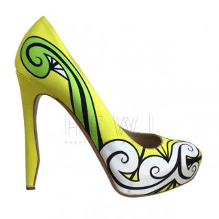 Nicholas Kirkwood satin yellow printed pumps