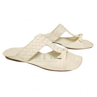 Bottega Veneta Cream Intrecciato Flat Sandals