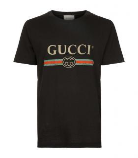 Gucci men's black fake logo T-shirt.