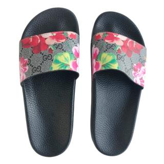 Gucci coated canvas GG bloom sliders