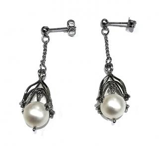 Red gothic style pearl and white gold earrings