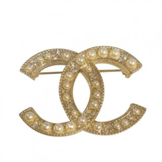 Chanel Faux Pearl Embellished CC Brooch