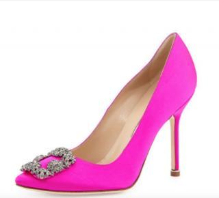 Manolo Blahnik fuchsia pink satin hangisi pumps