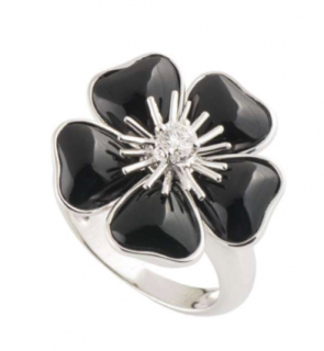 Van Cleef & Arpels Onyx Flower Ring with Diamond