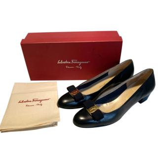 Salvatore Ferragamo black leather Vara pumps