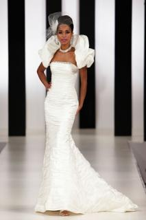 Brand New Designer Beautiful Ian Stuart FishTail Silk wedding dress/ Gown RRP �1800