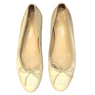 Chanel cream patent leather ballerina flats