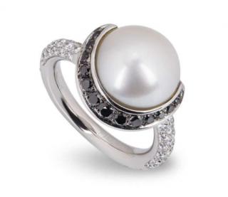 Chanel Single Pearl Ring with B&W Diamonds