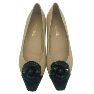 Chanel Beige/Black leather Camelia ballet flats